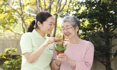 山东省济南市平阴县民政局举办初级养老护理员培训班